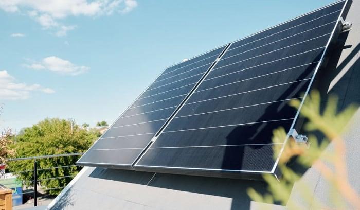 How Much Power Does a 300 Watt Solar Panel Produce