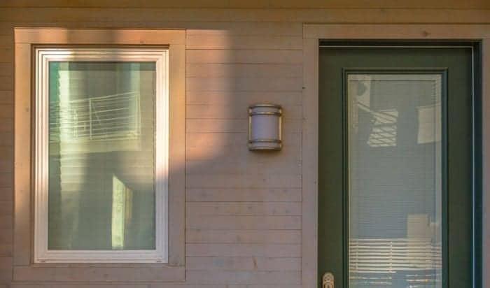 solar-powered-porch-lights