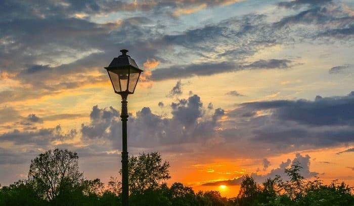 best-solar-post-cap-lights